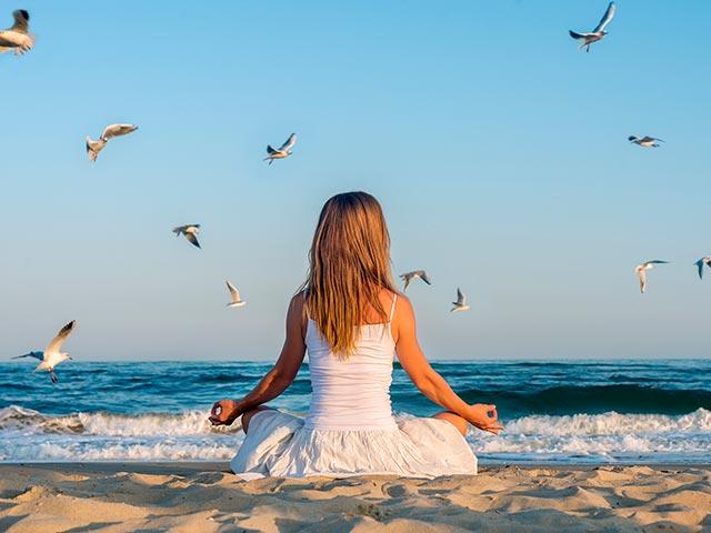 Медитация Метта бхавана Фото у моря